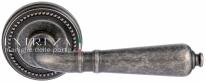 Ручка дверная на круглой розетке Extreza PETRA (Петра) 304 R03 Серебро античное F45