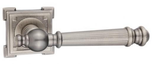 Ручка дверная на квадратной розетке RENZ