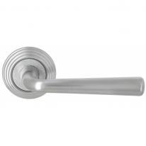 Ручка дверная на круглой розетке Extreza SANDRO (Сандро) 332 на розетке R05 матовый хром F05