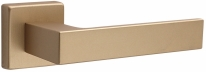 Дверная ручка на квадратной розетке Kubo 1317/215 Матовая латунь F02